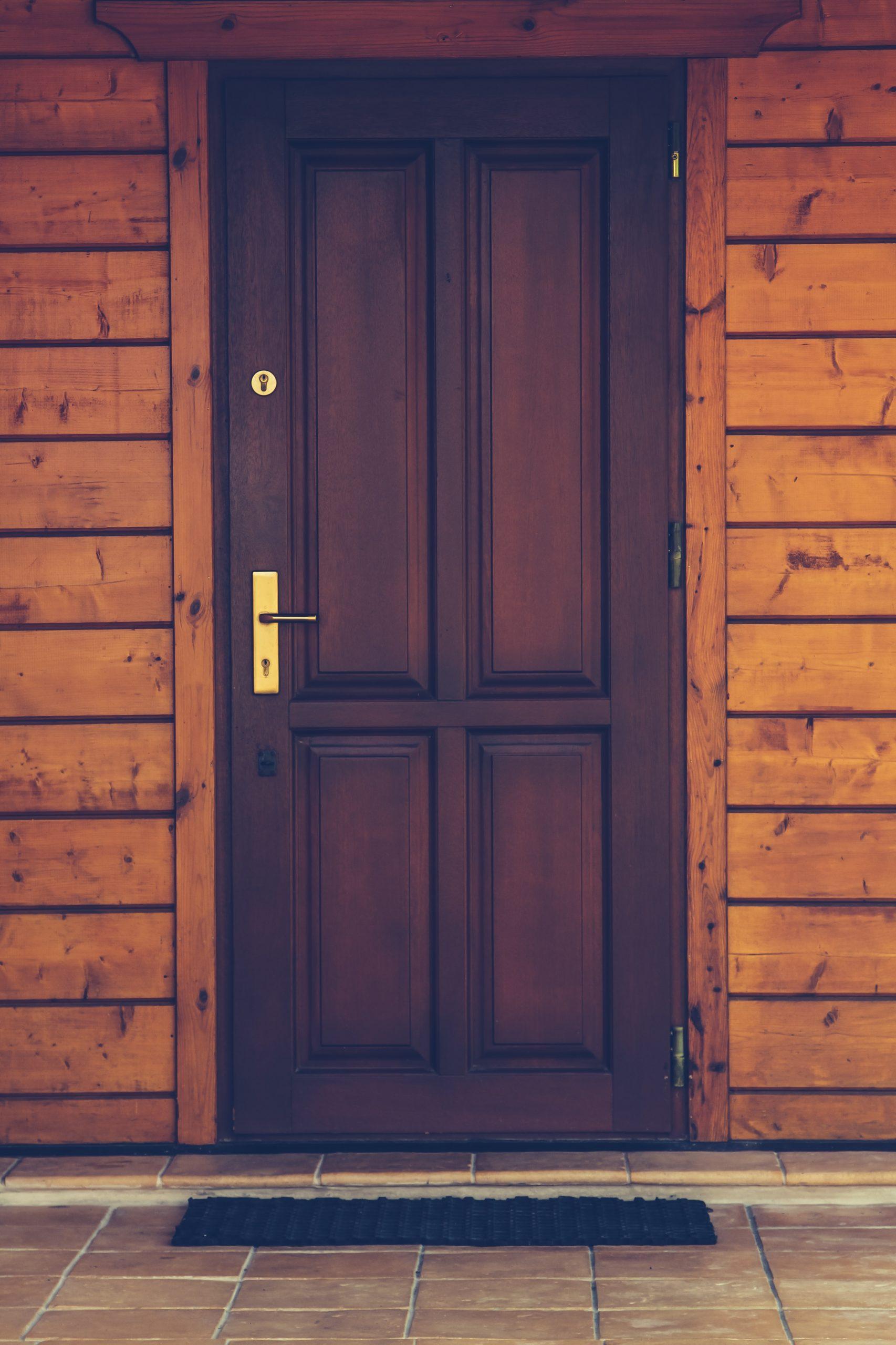Co należy wiedzieć o instalacji drzwi wejściowych